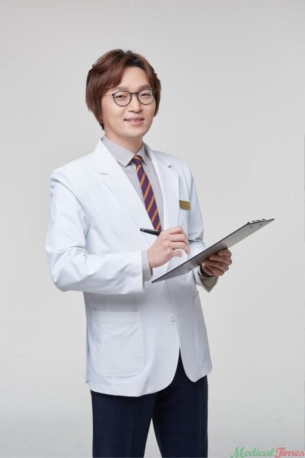 김창윤원장.jpg
